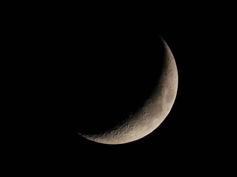 琥珀の弓張月